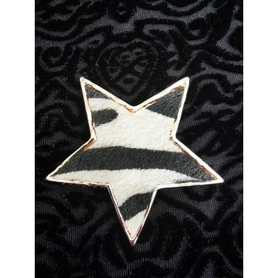 Magnetic Textured Star Scarf Brooch (Gold / Black)