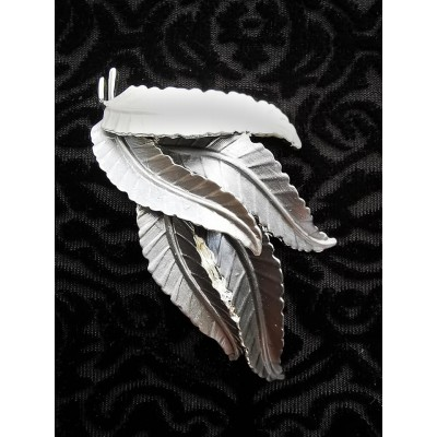 Magnetic Feathers RV Scarf Brooch (Pewter / White)