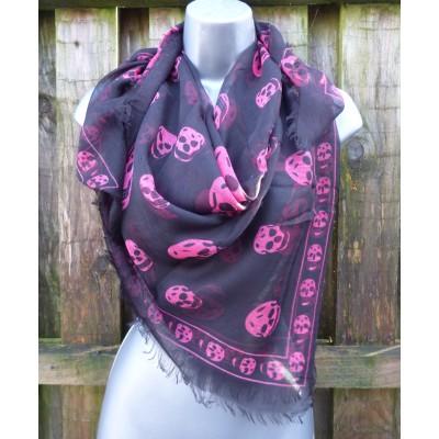 Fine Cotton Skull Square (Black / Hot Pink)