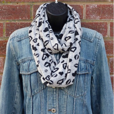 Full Length Hearts Snood (Grey / Black) (N)