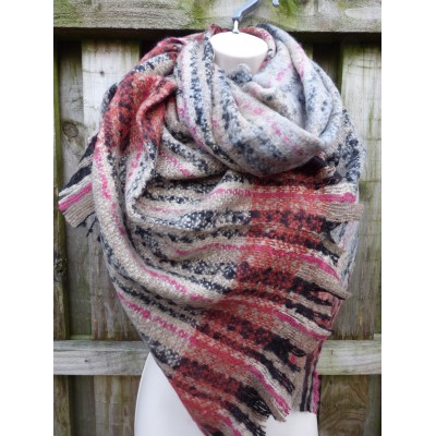 Coral & Biscuit Wrap 7094